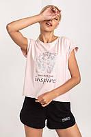 Летняя молодежная женская футболка с нежным принтом рисунком  пудрового цвета