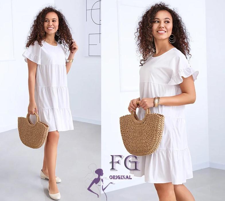 Белое летнее свободное короткое платье с оборками
