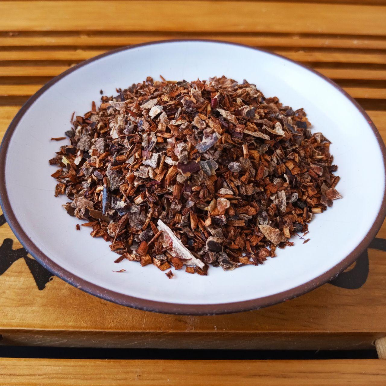 Красный фруктовый чай с изюмом 100 грамм
