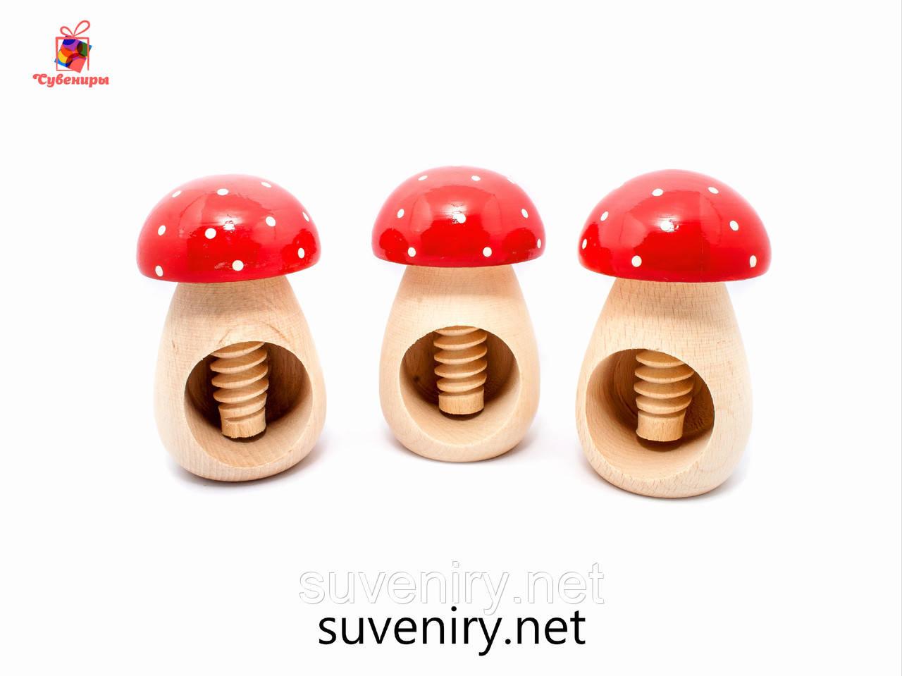 Деревянный грибок орехокол