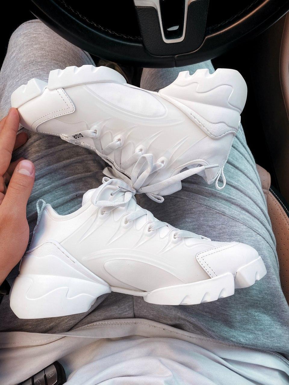 Женские кроссовки белого цвета Диор