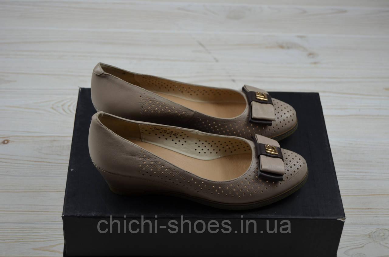 Туфли женские it Girl 349-112 бежевые кожа танкетка