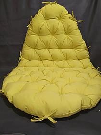 Красивая подушка на уличную мебель
