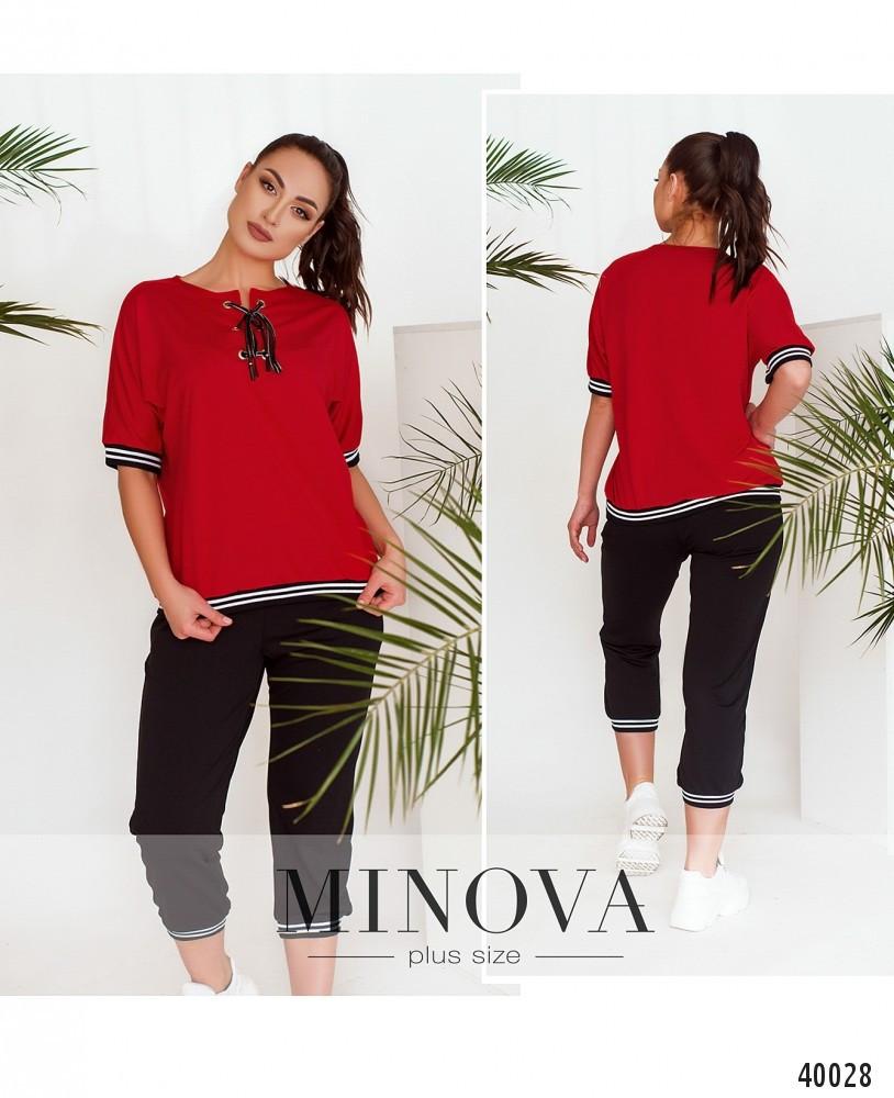 Привабливий спортивний костюм батал з оригінальною футболкою №847-червоний