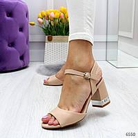 Женские босоножки на каблуке с декором OO6550