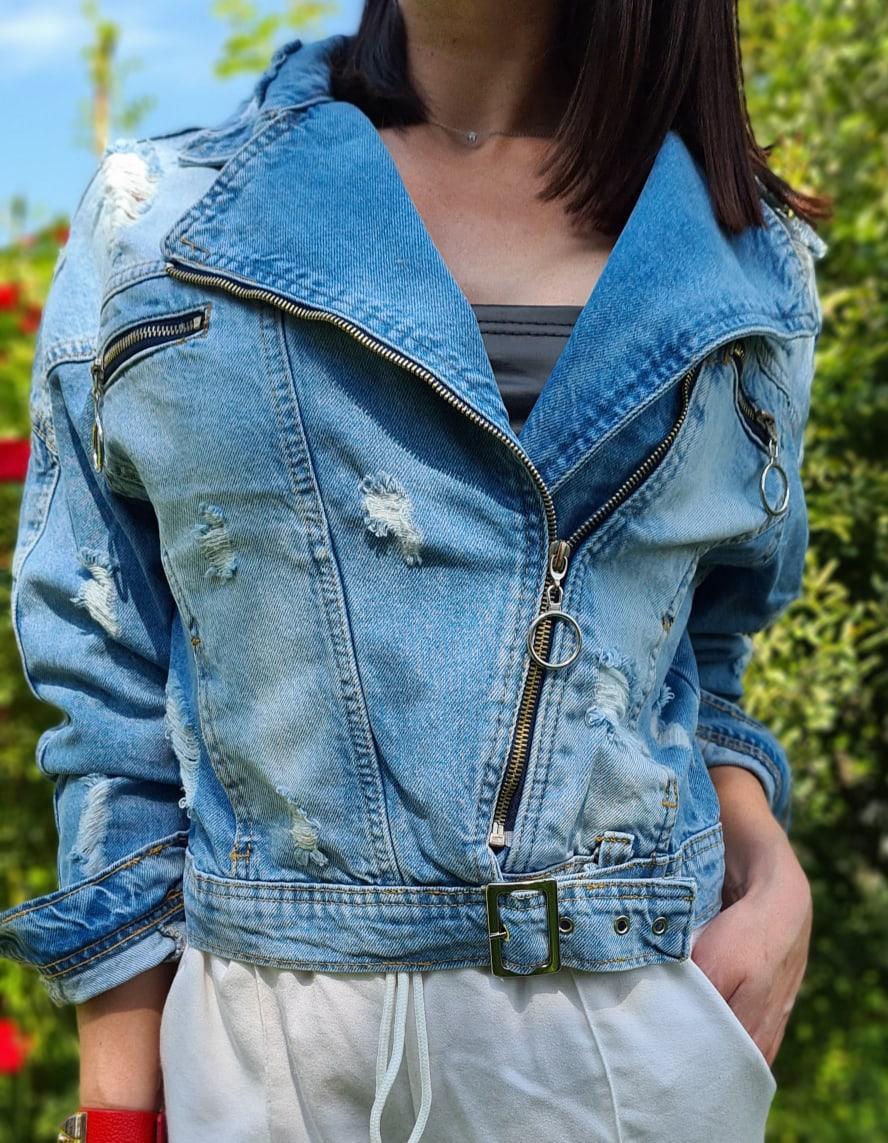 Женская короткая джинсовая куртка - косуха на молнии 79kur300