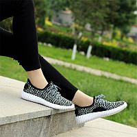 Кроссовки в стиле Adidas Yeezy кеды женские текстильные черные с белой подошвой (реплика)
