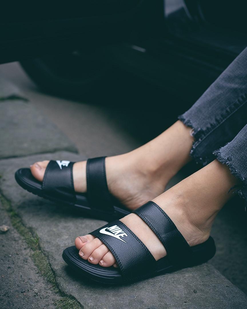 Жіночі шльопанці Nike Benassi Duo Ultra Black Side