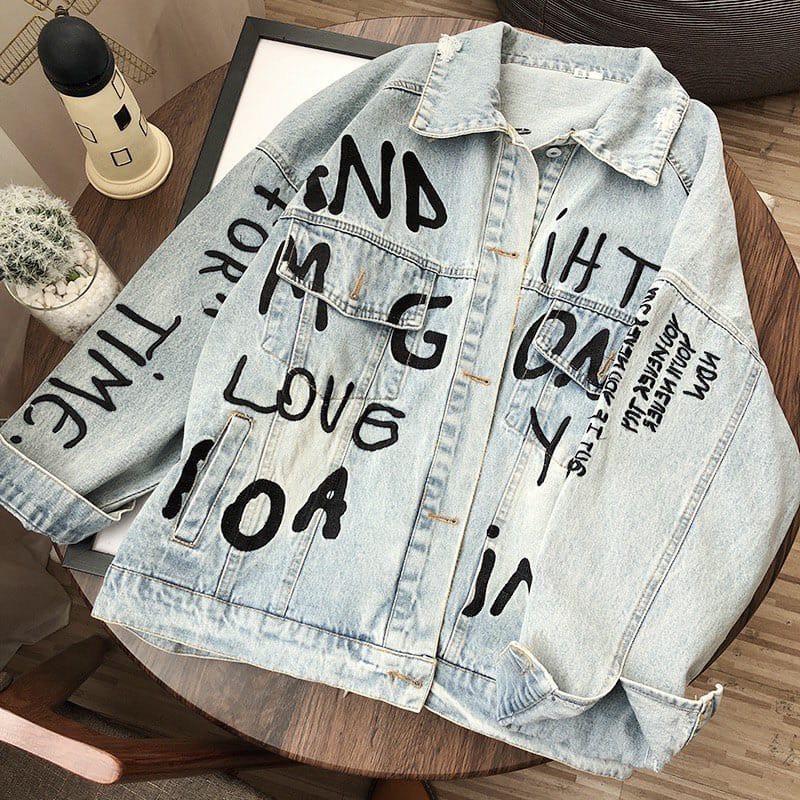 Молодежная джинсовая куртка голубого цвета с надписями 42-46 р