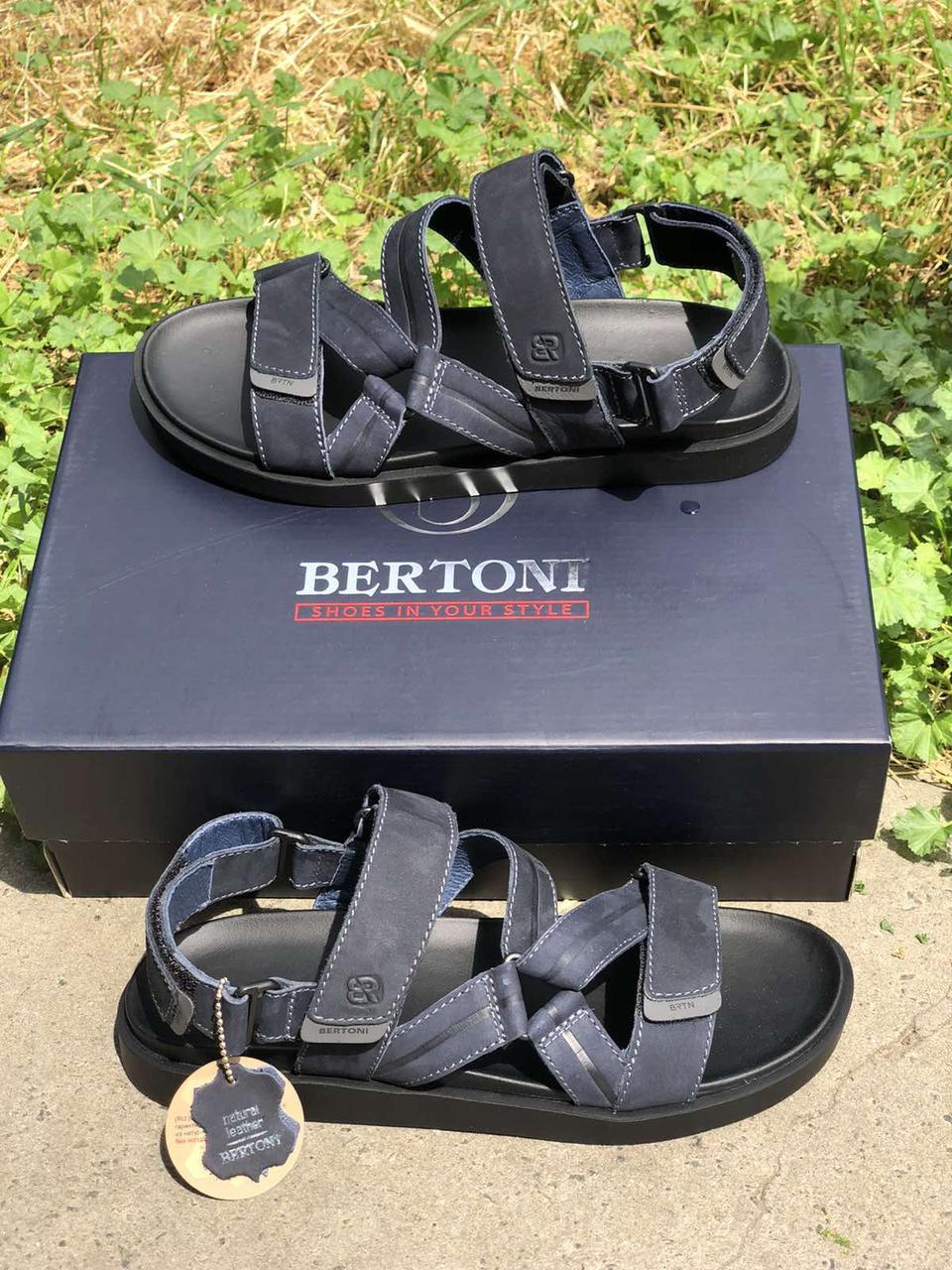 Чоловічі шкіряні сандалі темно сині на липучках Bertoni