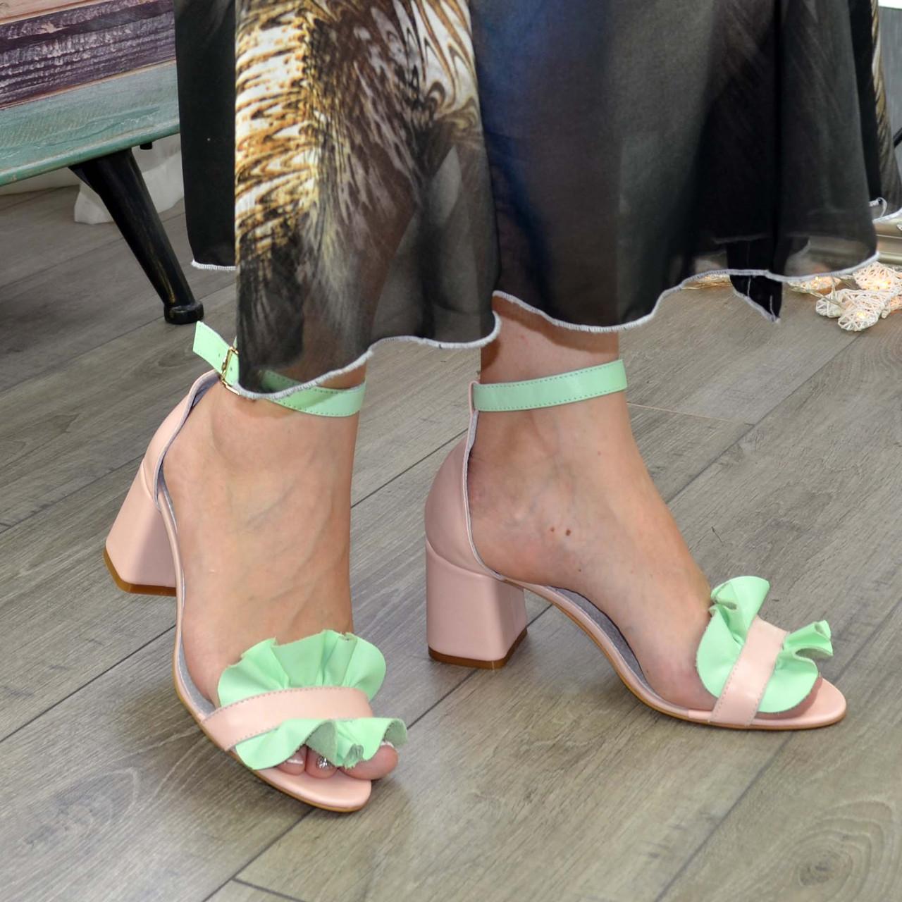 Босоножки женские кожаные на устойчивом каблуке. Цвет пудра/мята