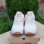 Женские кроссовки New Balance 574 замшевые бежевые с золотом. Живое фото. Реплика, фото 6