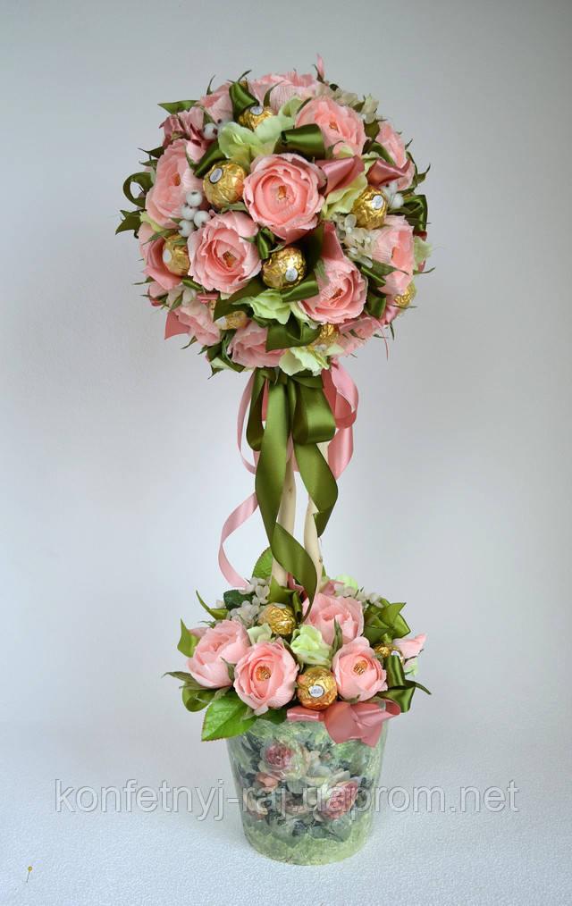 Букет в виде дерева из конфет и роз