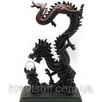 Дракон с хрустальной жемчужиной каменная крошка (36х13,5х12 см) (18559)