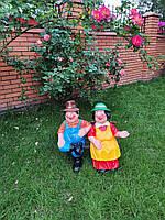 Садовая фигура Дед и Баба на скамейке. декоративная фигура.