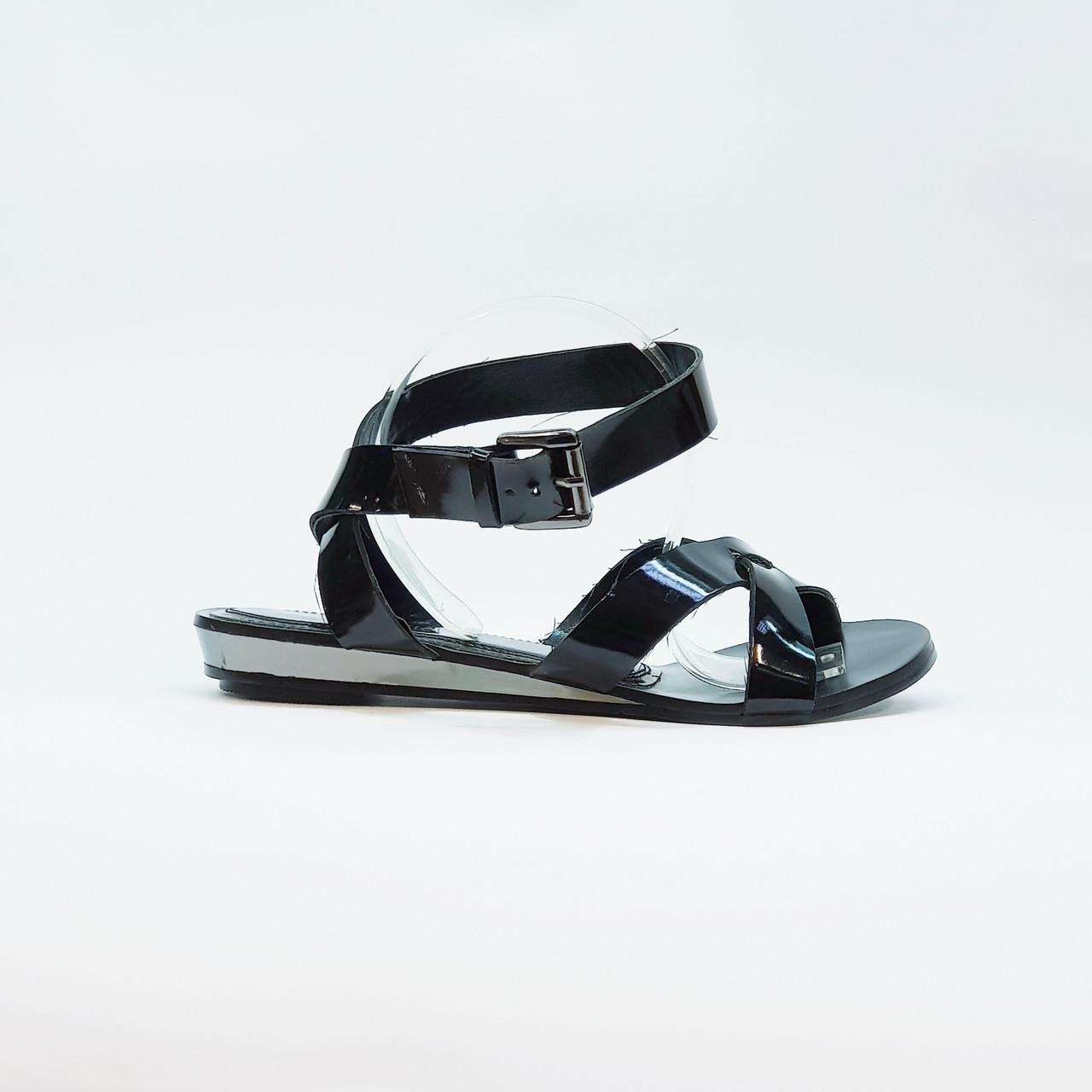 Сандали женские искусственная лаковая кожа черные на низком каблуке