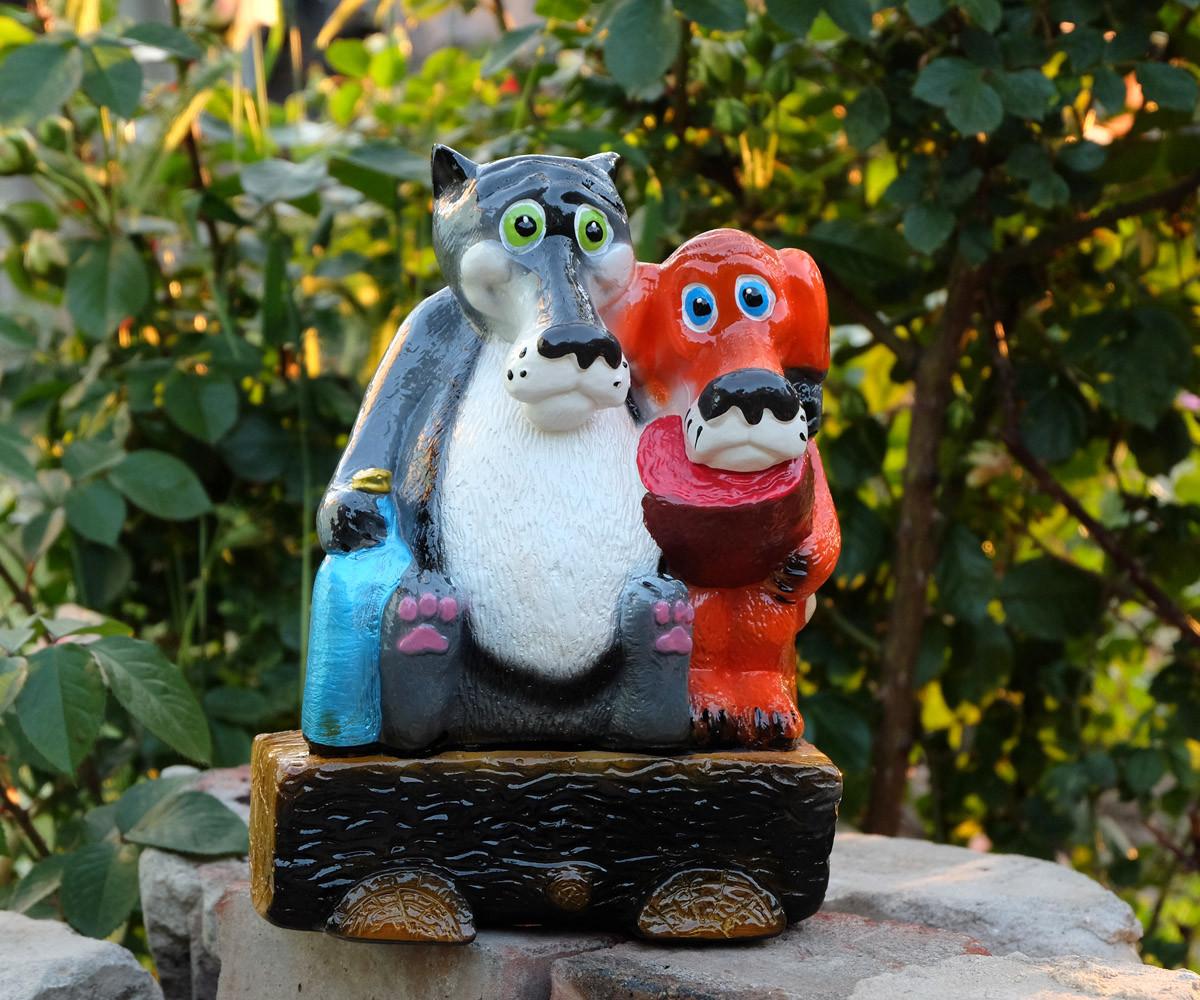 Волк и Пес на бревне малые 24 см керамика - садовая фигура