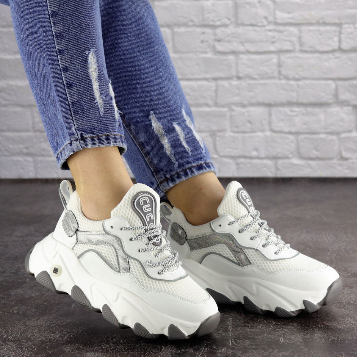 Женские белые кроссовки Lark 1667