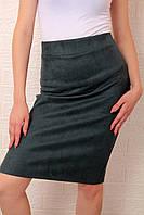 Замшевая офисная юбка темно-зелёная