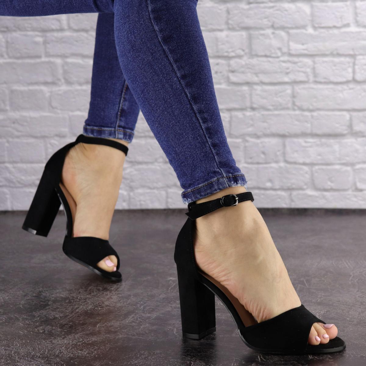 Женские черные босоножки на каблуке Riley 1541