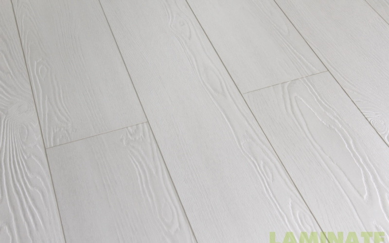 Ламинат белого цвета толщиной 8 мм Grun Holz Naturlichen 33 класс Дуб Тирено белый