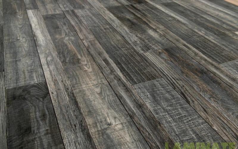 Ламинат серый с эффектом палубной доски 8 мм Grun Holz Vintage 33 класс Дуб Моренго палубный