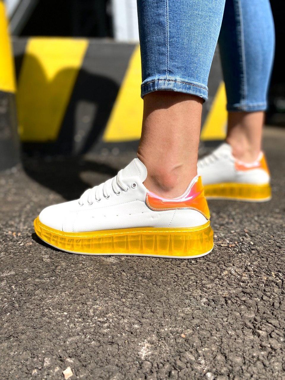Жіночі кросівки білі з жовтим