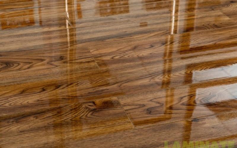 """Глянцевый лакированный ламинат толщиной 8 мм Oster Wald Piano 33 класс Дуб  Tremolino: продажа, цена в Киеве. ламинат от """"Стар-Проф"""" - 629905397"""