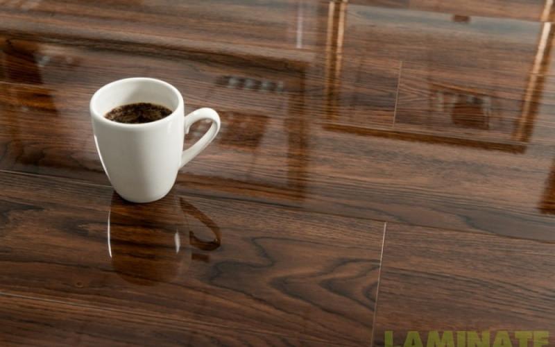 Ламинированный пол покрытый лаком толщиной 8 мм Oster Wald Piano 33 класс Дуб Crespino