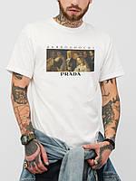 Белая футболка с логотипом дьявол носит Prada