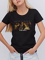 Черная стильная футболка дьявол носит Prada лого
