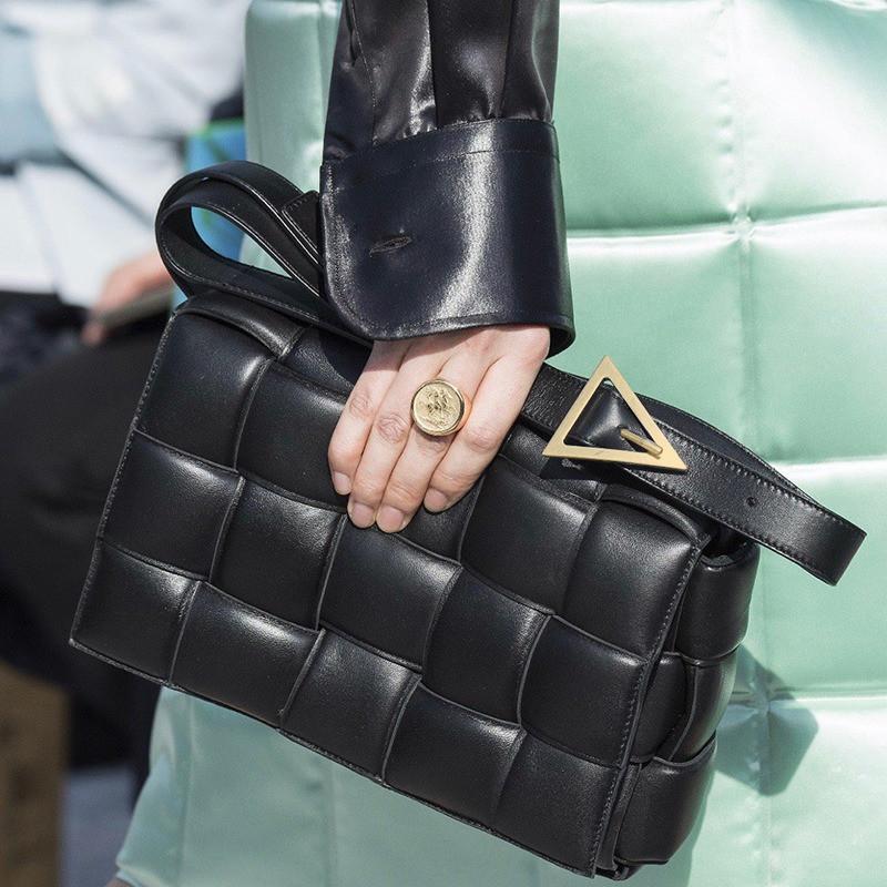 Сумка клатч жіночий в стилі Bottega Veneta Padded Cassette. Трендова сумочка (чорна)