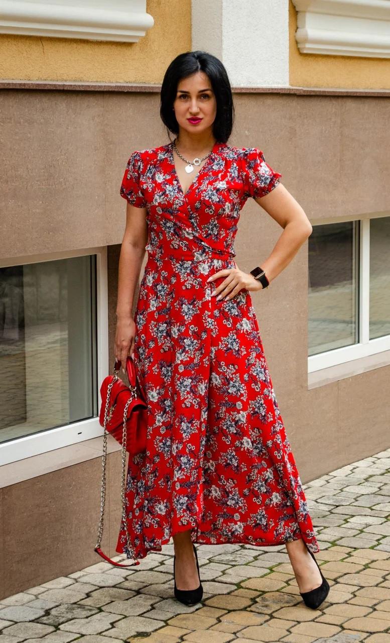 Платье с цветочным принтом красное