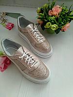 Женские кроссовки. из натуральной кожи