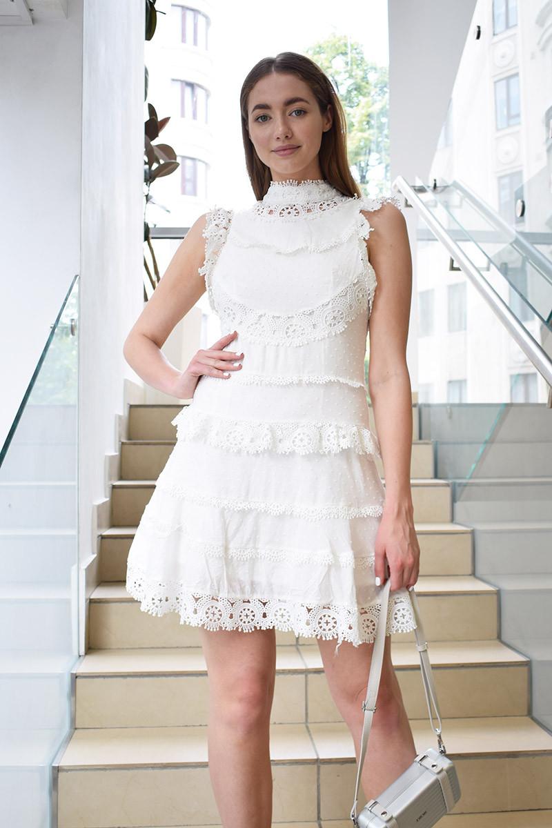 Платье под шею без рукава макраме