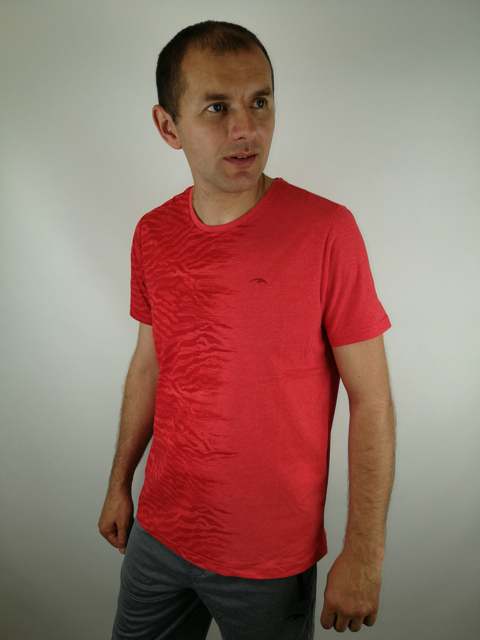 Річна чоловіча футболка