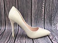 Женские туфли бежевые на высоком каблуке, фото 1