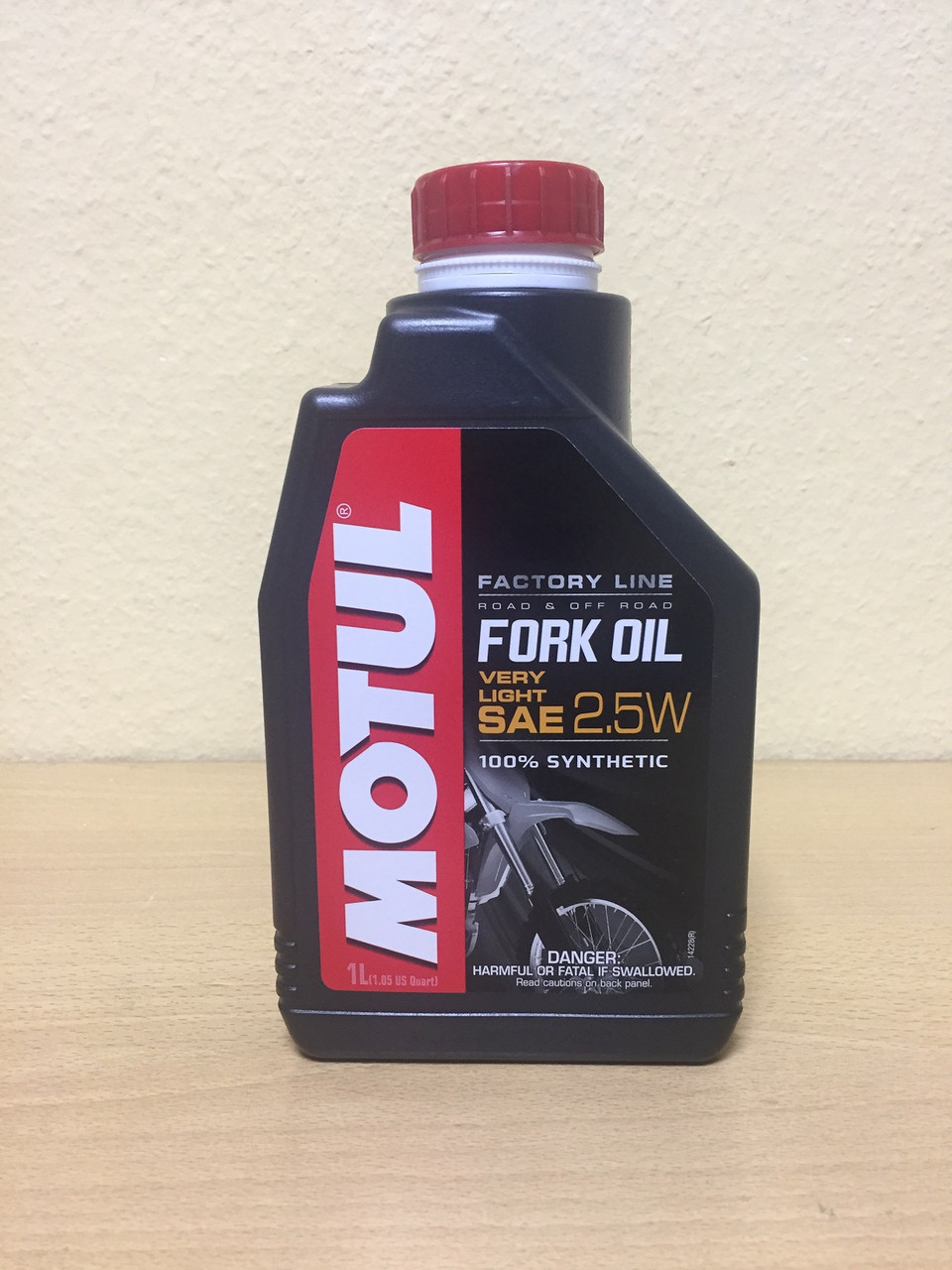 Вилочное масло MOTUL FORK OIL VERY LIGHT FACTORY LINE 2,5W 1л (105962)