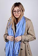 Светло-голубой палантин для девушек под любой образ