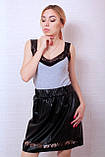 Стильная расклешенная юбка из экокожи с перфорацией, фото 2