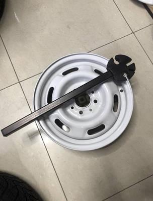 Ключ для рихтовки дисков