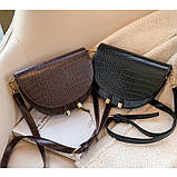 Модная маленькая женская сумка. Сумка седло женская стильная под крокодила. Сумочка полукруглая (коричневая), фото 5
