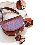 Модная маленькая женская сумка. Сумка седло женская стильная под крокодила. Сумочка полукруглая (коричневая), фото 7