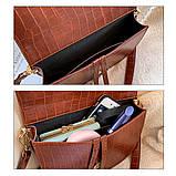 Модная маленькая женская сумка. Сумка седло женская стильная под крокодила. Сумочка полукруглая (коричневая), фото 9
