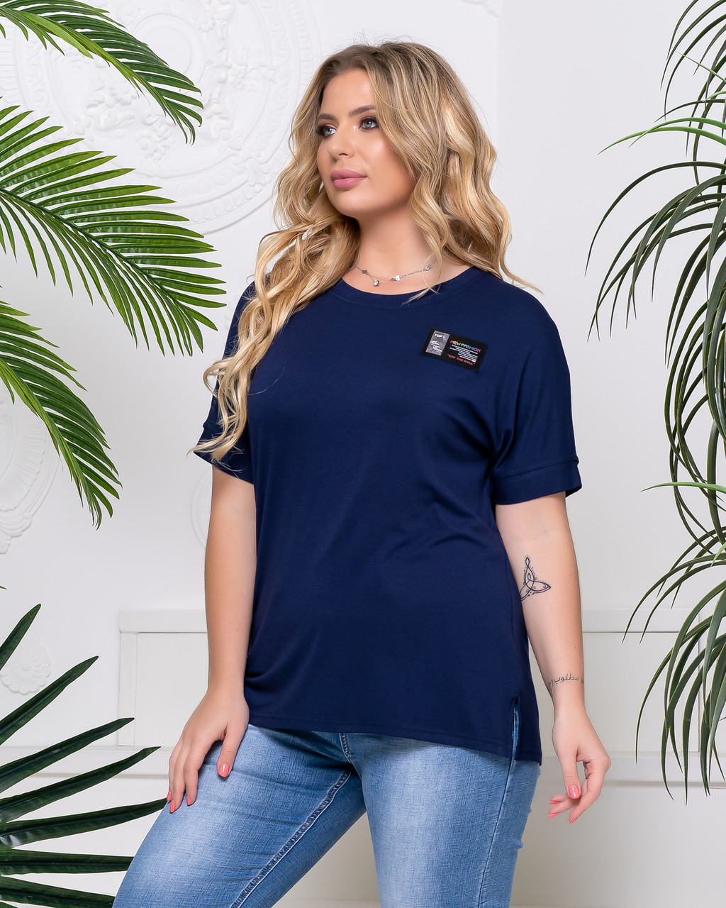 Стильна футболка батал жіноча синього кольору