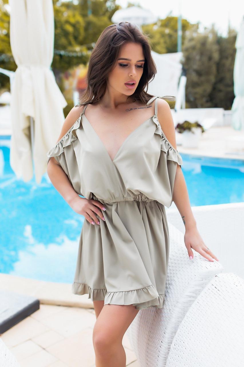 Платье с открытыми плечами, и глубоким декольте Светло-Серый