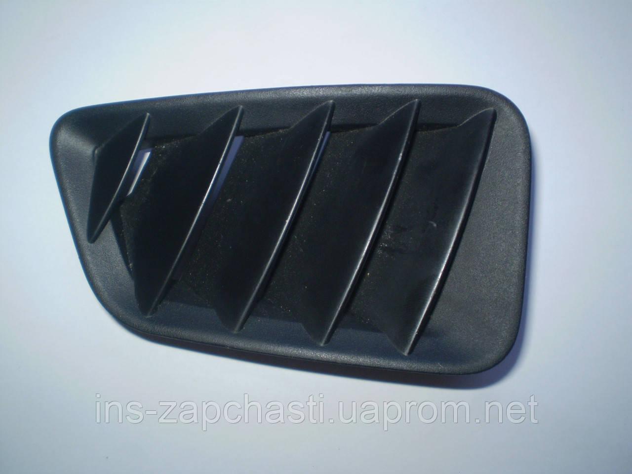Решітка передня права під склом на торпеді (дефлектор) GJ6A 60 171 Mazda 6 2002-07