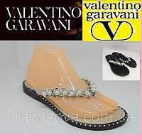 Сандалии женские - модель Valentino Garavani. Шлепанцы, женские вьетнамки, под палец.