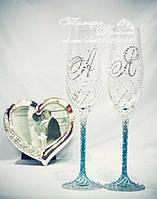 Свадебные бокалы омбре с инициалами в стразах (уточняйте сроки) ТІОД-1, фото 1