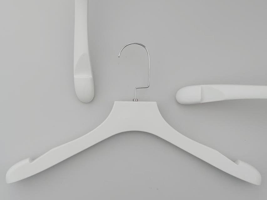 "Плечики серия ""Perfetto"" белого цвета со структурой под дерево, длина 39 см Mainetti Group Италия"